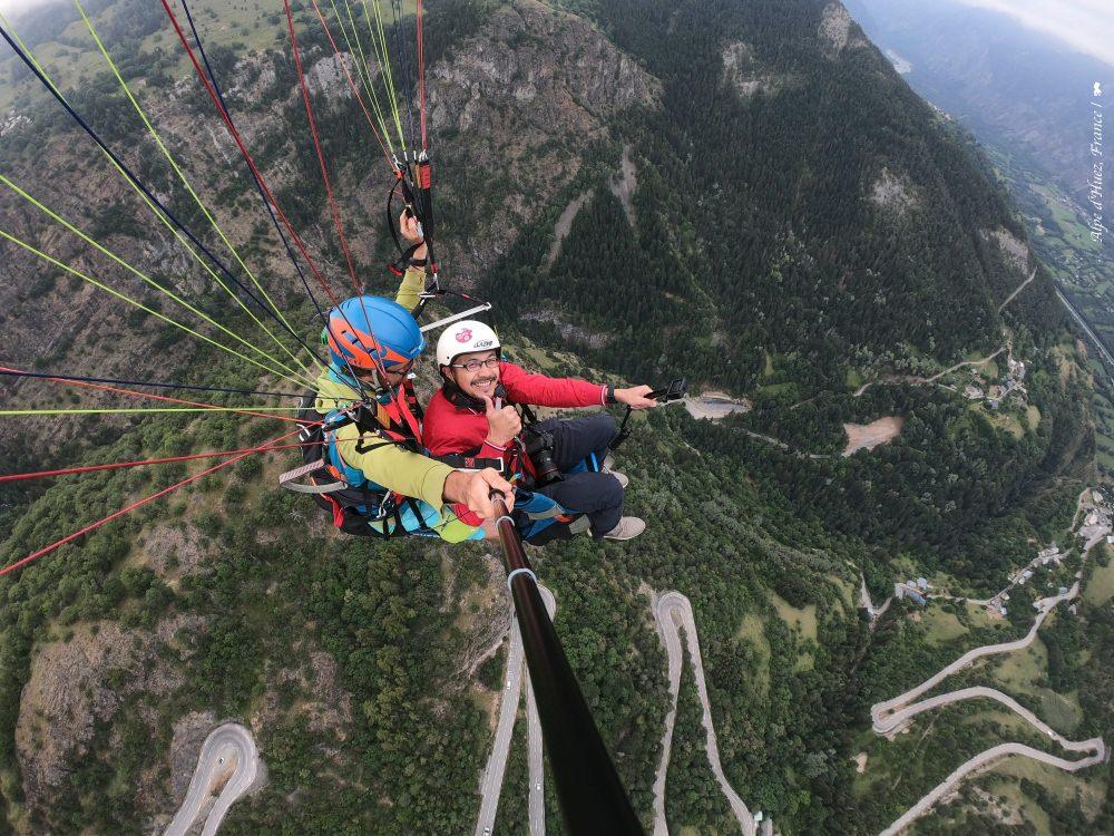 玩飛行傘  夏遊法國阿爾卑斯山