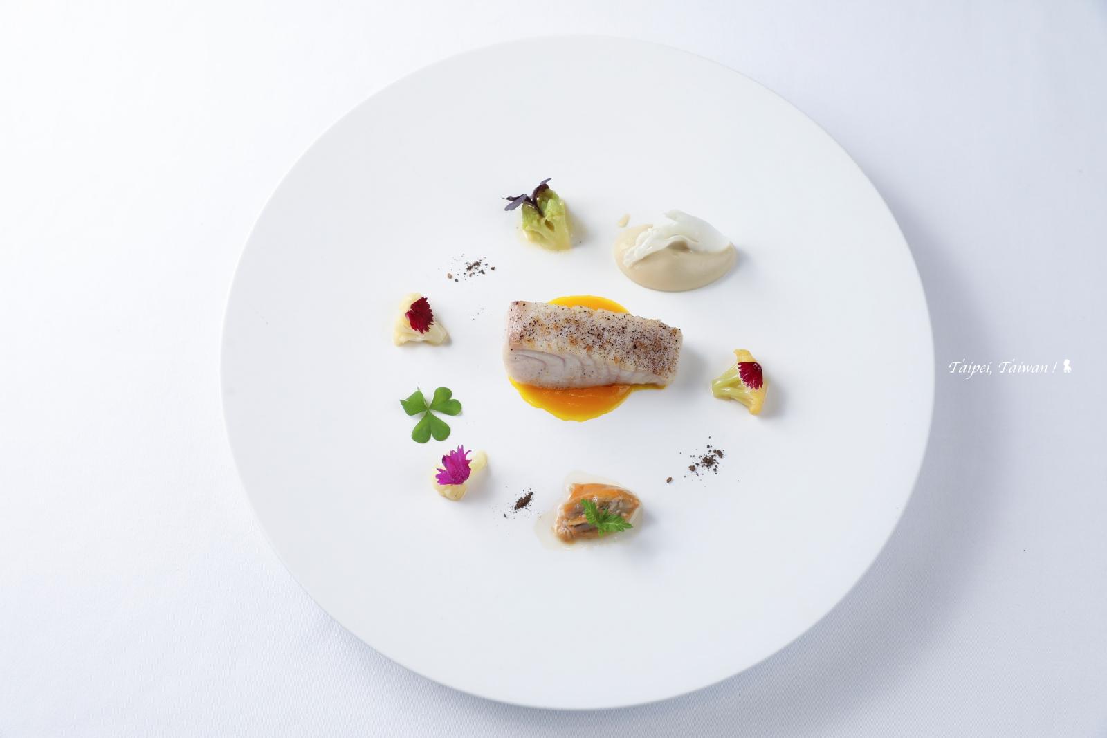米其林餐盤推薦> 亞都麗緻巴黎廳1930 x高山英紀,以台灣茶串起的五感法餐新體驗