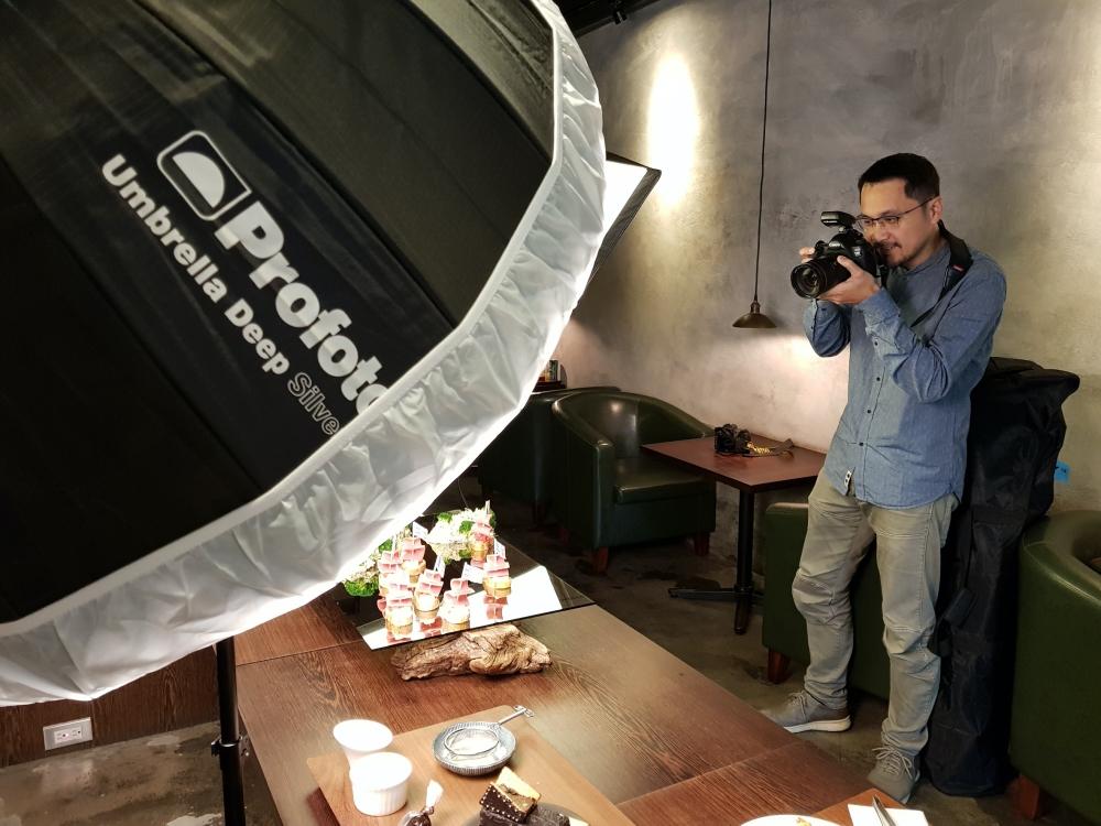 帶著 Profoto B10 從市場鑽進廚房,拍好照片輕鬆達陣