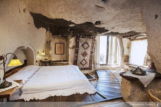 到土耳其當山頂洞人,入住超酷的石灰岩洞旅館:Kelebek Hotel