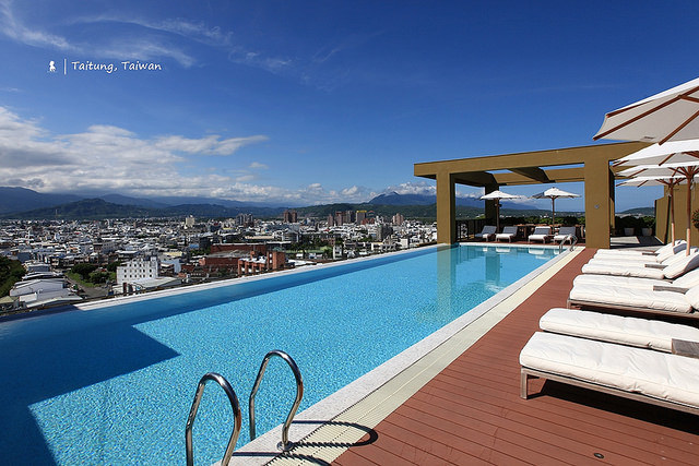 游在小鎮山谷空中的無邊際泳池,台東鐵花村旁的高質感飯店:Gaya Hotel