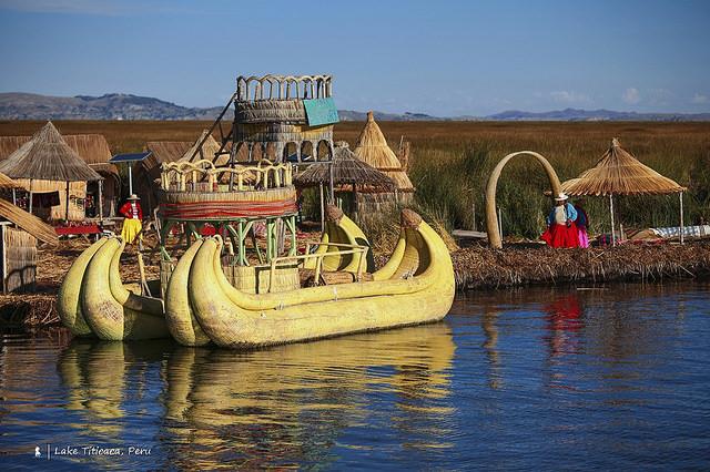 的的喀喀湖  神色自如的水色及蘆葦島上的生活