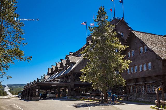 老忠實噴泉旁的世界最大原木旅館,住 Old Faithful Inn 穿越百年時空