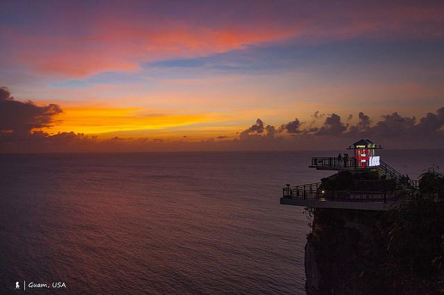 關島最美的大平台,戀人岬臨海半露天吧