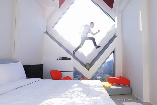 讓人霸佔不放的方塊屋窗景  旅店中的美術館:台中老爺行旅