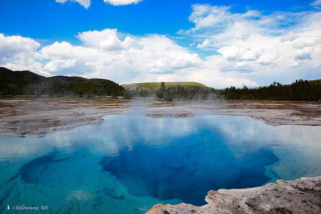 溫度的顏色,炫目多彩的黃石公園間歇泉